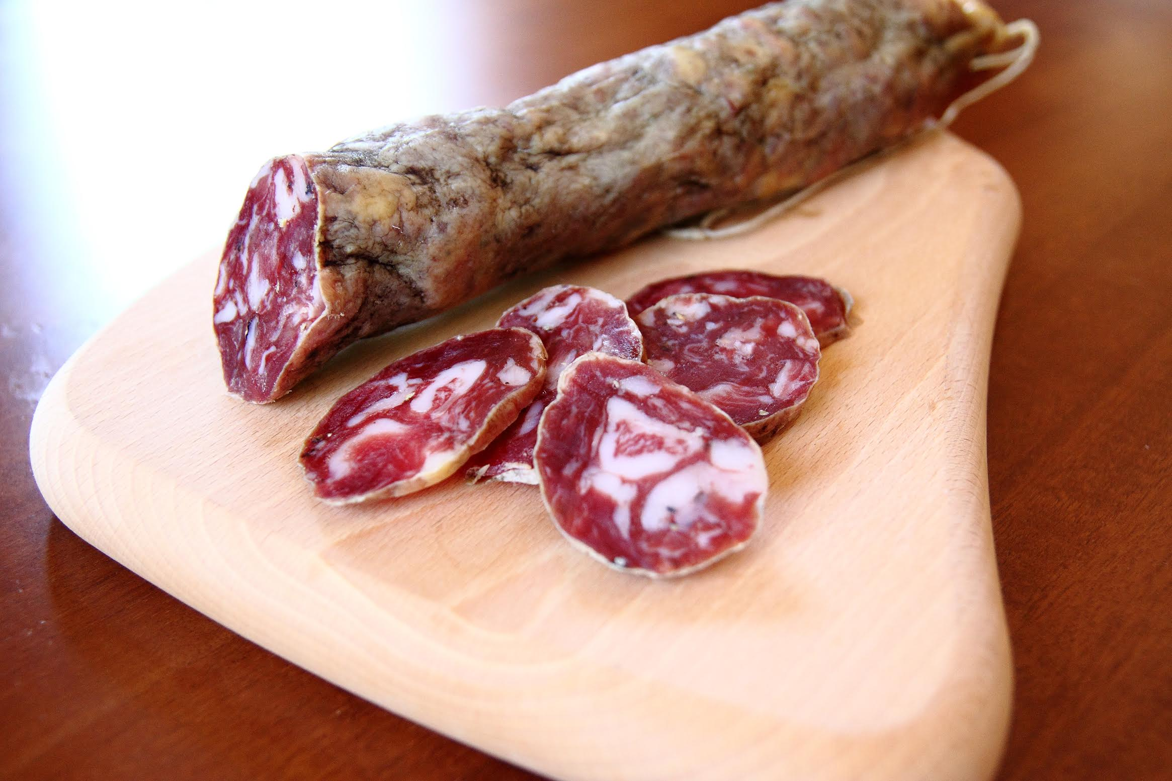 Salame di suino nero dei Nebrodi (Salami vom schwarzen Schwein aus Nebrodi) - Ponte due Archi