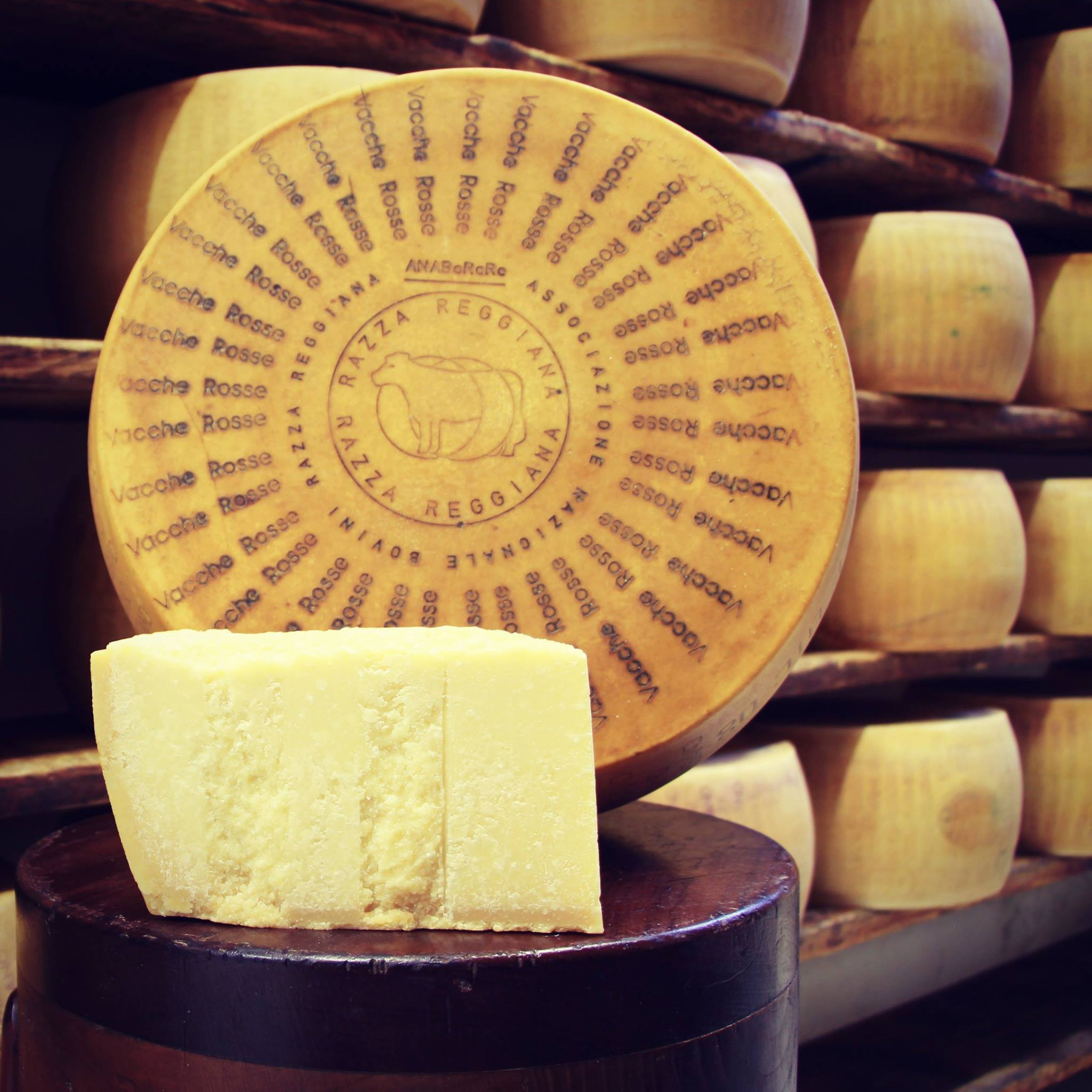 Parmigiano Reggiano Vacche Rosse(aus der Milch der roten Kuh) -  24/30 mesi - 1,00/1,05 Kg.