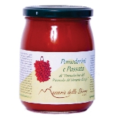 Kirschtomaten in passierten Tomaten aus Pomodorino del Piennolo del Vesuvio DOP - im Glas